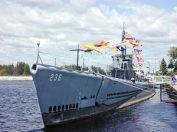 300px-USS_Silversides;0823601